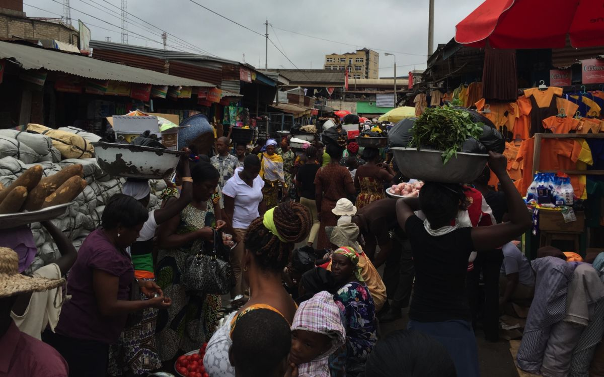 Women in a Kumasi market