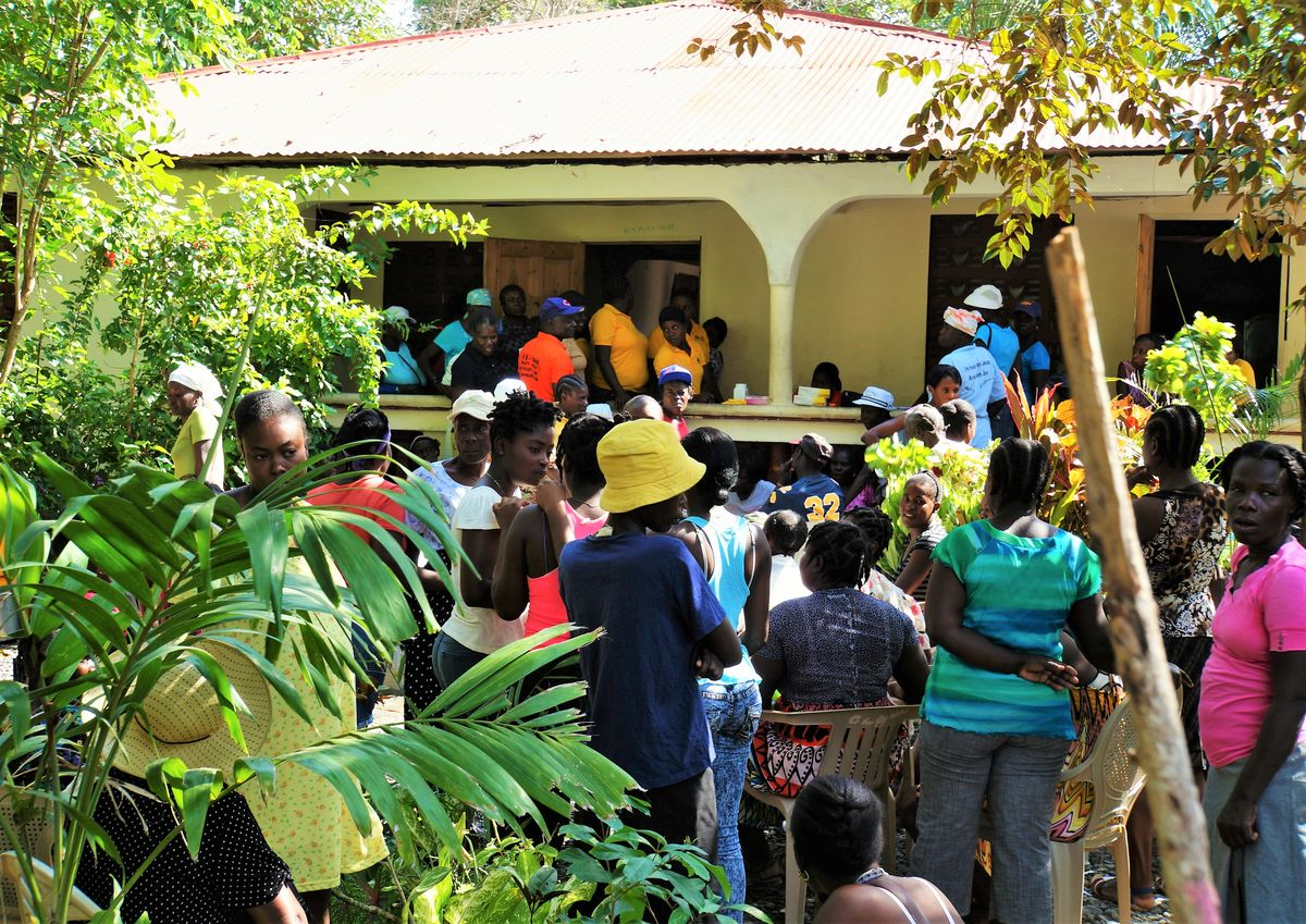 Women waiting outside women's mobile clinic in Sante Nan Lakou