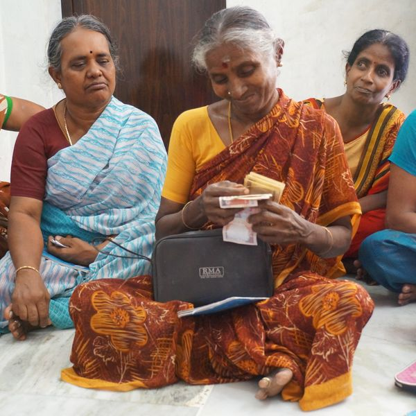 Women in Madurai Kalanjiam work together at saving, October 2016